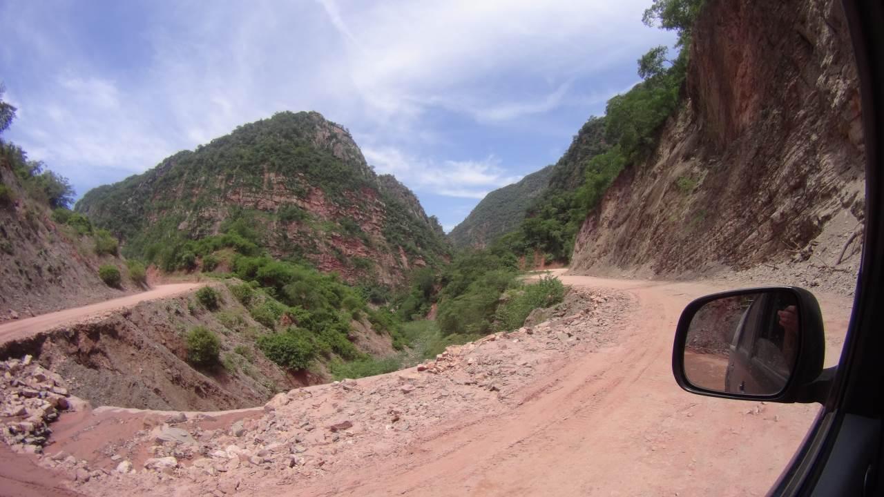 Vandersons - Bolivia - strolling between mountains